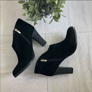 Crown Vintage Black Ivy Booties size 9
